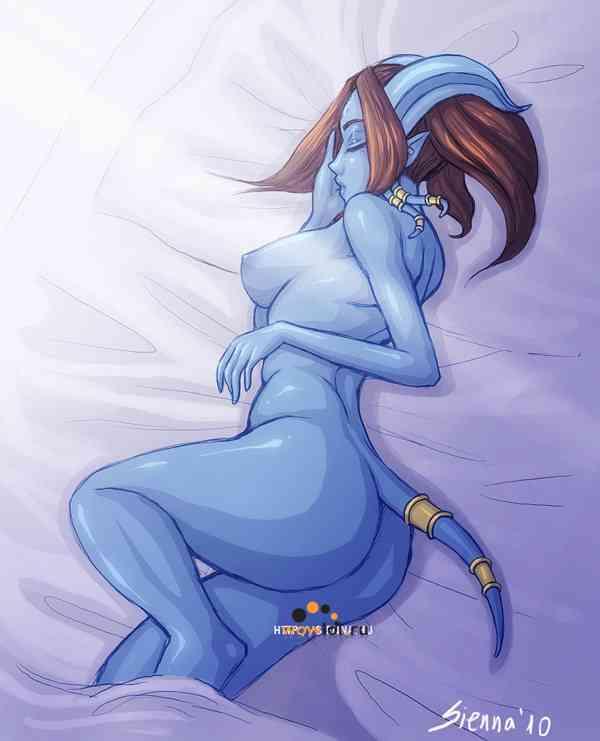 Спящая не одетая дренейка